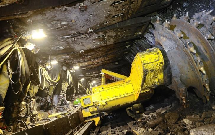 Работа на шахте Сибиргинская приостановлена из-за пожарных газов