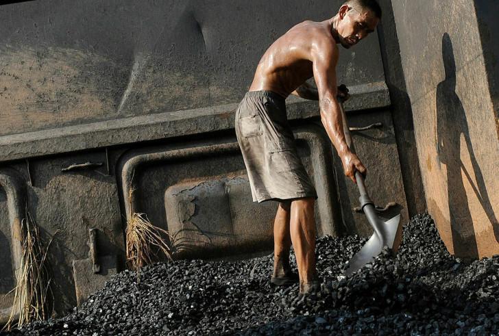 Бизнесмен Руслан Байсаров хочет возить уголь по своей железной дороге