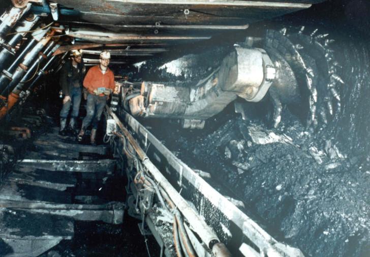 На руднике Степной погиб машинист после падения самоходной машины