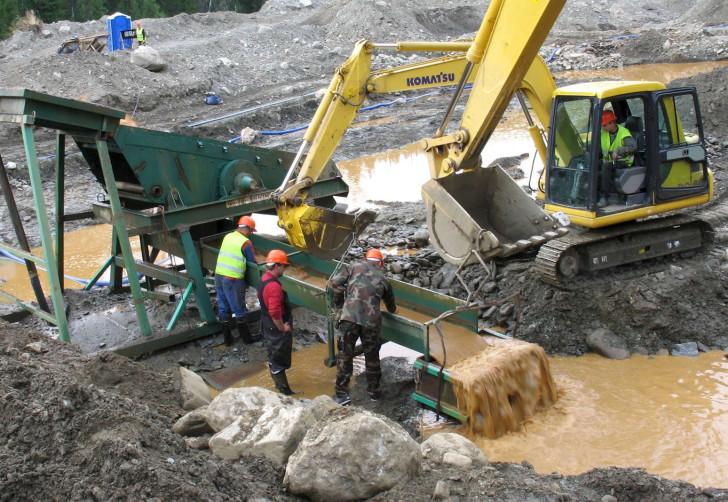 Работа на золотом прииске – тяжелый, но высокооплачиваемый труд