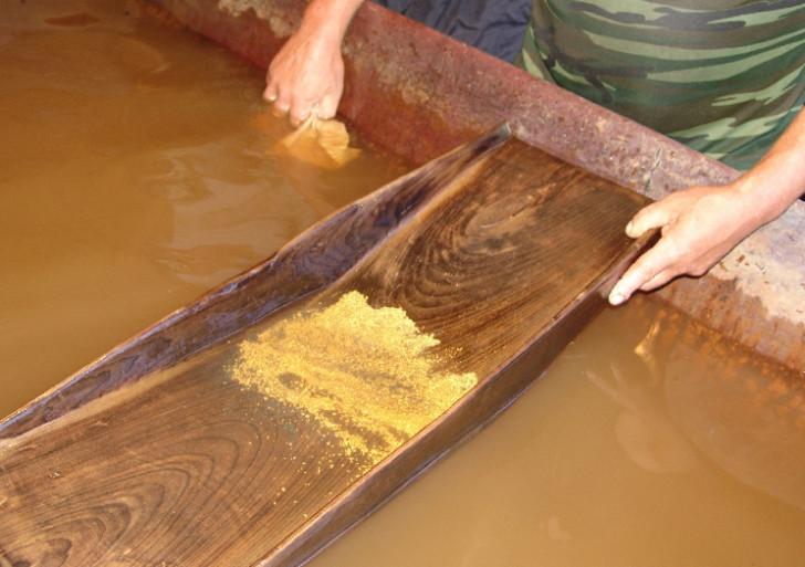 Работа на золотодобыче  ООО Золотодобывающая компания Урюм
