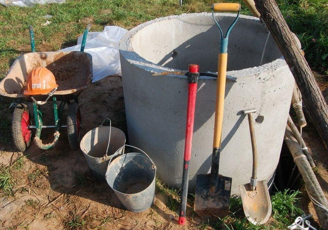 Как делают чистку колодцев